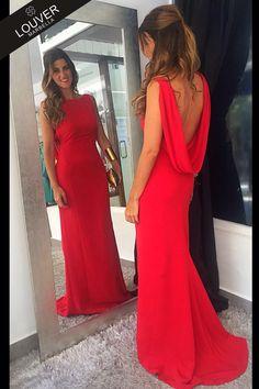 ¡Apasionadas del color rojo y de nuestro vestido Valeria! Sencillez y elegancia a la par, para triunfar en tus eventos de tarde. ¡Nos tiene completamente In Love! Disponible en nuestro Showroom