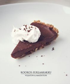 Grain free and milk free chocolate cake Raw Desserts, No Bake Desserts, Healthy Sweets, Healthy Baking, Healthy Food, Raw Food Recipes, Baking Recipes, Good Bakery, Raw Cake