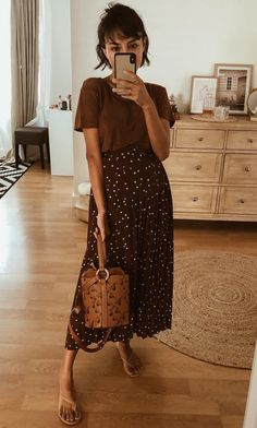 This wrap skirt is probably the best purchase since I'm pregnant. I bought it one size bigger and so far I move the button 3 times. Modest Outfits, Skirt Outfits, Modest Fashion, Casual Outfits, Fashion Outfits, Midi Skirt Outfit Casual, Spring Summer Fashion, Spring Outfits, Autumn Fashion