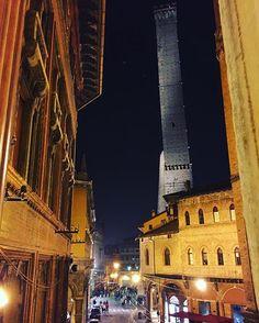 #MyBologna Le #DueTorri in tutto il loro splendore.  Bologna by night. [ph. @guejra ] by twiperbole