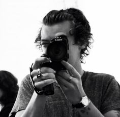 I love Harry with cameras ❤️