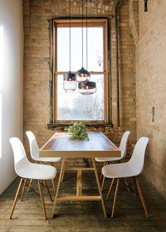 Small industrial style dining room with lovely lighting - Decoist