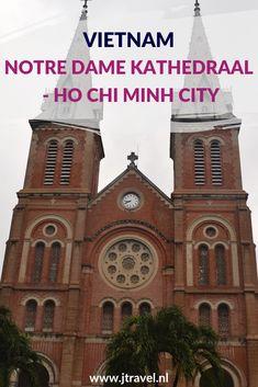 De Basiliek van Notre Dame staat in de binnenstad van Ho Chi Minhstad/Saigon. De Notre Dame Basilica herinnert aan de Franse koloniale tijd en is het meest imposante Franse katholieke bouwwerk in Vietnam. Meer lezen over deze kathedraal doe je op mijn website. Lees je mee? #notredamekathedraal #kathedraal #hochiminhcity #saigon #vietnam #jtravelblog #jtravel