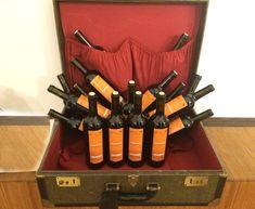 etichette personalizzate anche per bottiglie.  Se hai un hotel o affittacamere puoi regalare ai tuoi clienti bottiglie di vino personalizzate con il tuo logo!!  Scrivici per un preventivo !  #etichette #grafica #stickers #adesivi #graphics #gift #present #vino #bottiglia