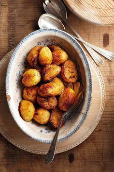Hier is 'n baie maklike manier om die aartappels lekker bros te kry. Veg Dishes, Potato Dishes, Vegetable Side Dishes, Potato Recipes, Vegetable Recipes, New Recipes, Yummy Recipes, Salad Recipes, Recipies