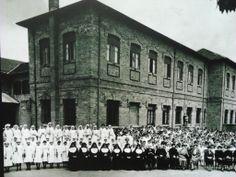 1936 - Instituto Nossa Senhora Auxiliadora no bairro do Ipiranga. Ao centro, o Conde José Vicente de Azevedo. Acervo da Fundação Nossa Senhora Auxiliadora do Ipiranga - FUNSAI.