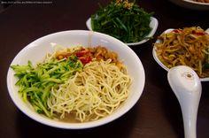 #涼麵 與 #小菜 的炎熱 #夏夜。#晚餐 #台灣 #Cool #Noodles & sidedishes #food #Taiwan