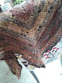 Au Crochet qui m'aille...: Mon châle libellule Crochet Motifs, Diy Crochet, Crochet Patterns, Crochet Hats, Crochet Afghans, Crochet Patron, Blanket, Sewing, Knitting