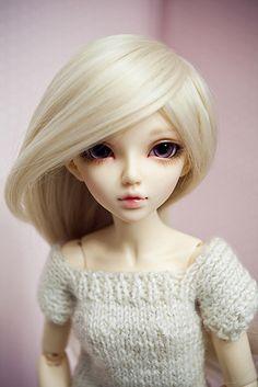 Minifee chloe, faceup by Lady SleepsAlot... Beautiful girl, lovely faceup.