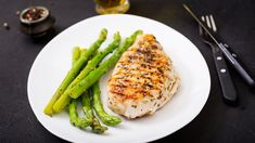 Chicken fillet cooked on a grill and garnish of asparagus royalty-free stock photo Plats Healthy, Tasty, Yummy Food, Diet Menu, Diet And Nutrition, Diy Food, Food Videos, Asparagus, Grilling