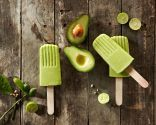Avocado Lime Popsicles are so creamy and delectable! Avocado, Banana, and Lime combine for a unforgettable taste sensation! 1 cup filtered water 2 over-ripe bananas 2 avocados Juice and zest of 1 lime Dash unrefined sea salt Healthy Treats, Healthy Desserts, Raw Food Recipes, Dessert Recipes, Healthy Recipes, Tasty Snacks, Healthy Food, Frozen Desserts, Gluten Free Sweets