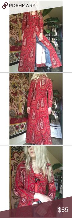 """// 1960's VTG Bohemian Paisley Quilted Jacket // + Beautiful quilted paisley fabric  + Perfectly tailored with a tiny wasp waist  + I measure at 30-23/24-34 I can wear this fully clasped and this fits like a glove (a SNUG glove) I would recommend for chicken sized folks only (and if you're chicken sized and tall even better). I am 5'5"""" and wearing a boot with a boost for reference.  + Clasps need to be replaced (easy fix and if you ask nicely I might do it for you)  + Distressed in lining…"""