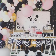 Pink Panda Birthday Party (With images) Panda Birthday Party, Panda Party, Valentines Day Party, Little Girl Birthday, 1st Birthday Girls, Boy Birthday Parties, 10th Birthday, Panda Bear Cake, Farm Party