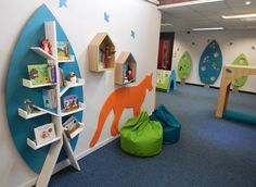 Visual displays in Woodland Themed Primary School Library. Forest library with book trees. Animal features in the library. Book birdhouses and bird boxes. Library in a SEN school.