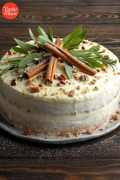 40 of Our Very Best Christmas Cakes This holiday season, bake up a cake filled with the flavors that remind you of Christmas: ginger, cranberry, mint and—of course—chocolate! These homemade holiday treats start the celebration right. Christmas Cooking, Christmas Desserts, Christmas Treats, Christmas Cakes, Holiday Treats, Christmas Fun, Christmas Food Party Ideas, English Christmas, Christmas Cake Decorations