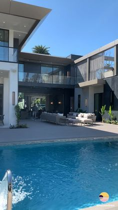 524 N Beverly Drive – Located in Beverly Hills📍 8 Bed, 12 Bath 🛏🛁 Sqft of Living Space Modern Architecture House, Modern House Design, Luxury Modern House, Villa Design, Luxury Living, Beverly Hills Mansion, Moderne Pools, Backyard Renovations, Luxury Homes Dream Houses