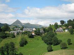 Hameau de Niervèze à Thiézac, Cantal, Auvergne.