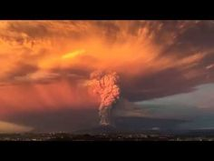 OVNI en Espectacular erupción del Volcán Calbuco Chile 2015 - YouTube
