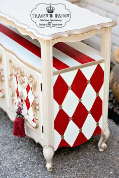 Here& how to paint black and white patterns, from stripes to checkerboards and harlequin patterns. Tracey& little painting secret will help you. Decor, Redo Furniture, Painted Furniture, Home Furniture, Creative Furniture, Repurposed Furniture, Whimsical Furniture, Furniture Inspiration, Furniture Makeover