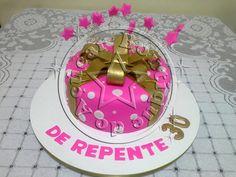 Bolo-decorado-rosa-e-dourado/golden and pink cake