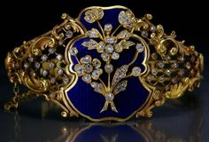 A FABERGE gold bangle bracelet influenced by French Louis XV style of the mid 18th century Made in St. Petersburg between 1899. by Janny Dangerous