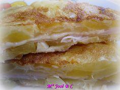 Tortilla de patatas rellena de queso y pechuga de pollo