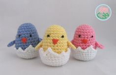 Eater Chicks - Free Amigurumi Pattern here: https://tomacreations.wordpress.com/2015/01/20/free-pattern-amigurumi-hatching-easter-chicks/