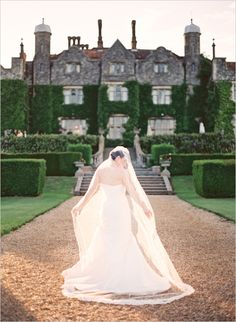 British Castle Wedding #weddingvenue #castle #weddingchicks http://www.weddingchicks.com/2014/02/07/british-beauty-wedding/
