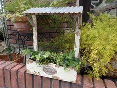 【楽天市場】ガーデニング ガーデン 雑貨 ブリキ ハンギング寄せ植え プランター アンティーク【花遊び】『デイリーセル・ウォールラック』:花遊び