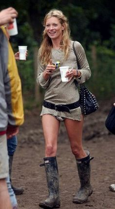 Kate Moss rocking tiny shorts & hunter boots festival style | @andwhatelse