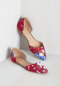 You'd rather take the scenic route, for it means more time to parade around in these fabric-covered flats! Blue, white, and brown bouquets blossom atop the bright burgundy d'Orsay silhouette of this pointed-toe pair, while edgy stripes border each shoe's insole, filling each step with fresh beauty.