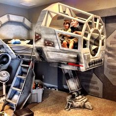 Dad Turns Star Wars Millennium Falcon Cockpit Into Awesome Bed for His Son - Star Wars Girls Ideas of Star Wars Girls - Dad Turns Star Wars' Millennium Falcon Cockpit Into Awesome Bed for His Son My Modern Met Decoration Star Wars, Star Wars Room Decor, Star Wars Bedroom, Millennium Falcon, Disney Rooms, Star Wars Kids, Awesome Bedrooms, Awesome Beds, Kids Room Design