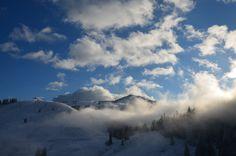 Wolken am #Winter #Himmel über dem Berggipfel