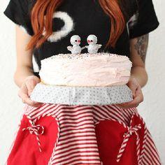 Love Birds Cake Topper DIY - http://www.diycraftsblog.com/love-birds-cake-topper-diy/ #Birds, #Cake, #Love, #Topper