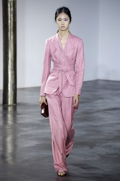 Gabriela Hearst Spring 2019 Ready-to-Wear Fashion Show Collection: See the complete Gabriela Hearst Spring 2019 Ready-to-Wear collection. Look 16 Pink Fashion, Fashion Week, Runway Fashion, Fashion Trends, Latest Fashion, Womens Fashion, Mode Rose, Matches Fashion, Mode Hijab