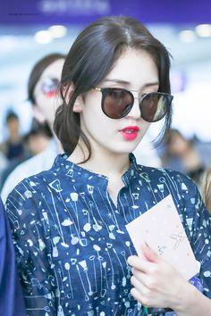 My stylish dpzz😎 Produce 101, South Korean Girls, Korean Girl Groups, Teen Celebrities, Jeon Somi, Tumblr Girls, Ulzzang Girl, Korean Singer, Korean Actors
