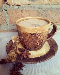 """Очень теплый чайный набор """"под дерево"""": кружка, тарелка и ложечка.  #душевнаяпосуда #своимирукамислюбовью #красота #красиваяпосуда #гончарноедело #посударучнойработы #посуда #чайнаяпара #кружка #тарелка #ложка #керамика #керамиканазаказ #pottery #potter #clay #craft #ceramics #ceramicplate #plate #cup"""