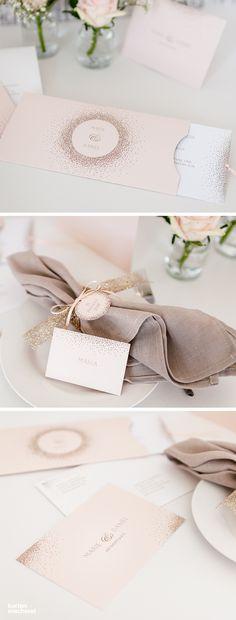 """Edle Hochzeitseinladung in #apricot. Die Serie """"Glanzvoll"""" gibt es außerdem in der Premiumversion mit Gold-, Silber-, Kupfer-, oder Rosegold - #Folienprägung. #papeterie #paperlove #wedding #hochzeit #hochzeitspapeterie #tischdecoration #weddingdecoration #einladung #hochzeitseinladung #weddinginvitation #invitation #druckveredelung #paperlove #einzigkartig #kartenmacherei"""