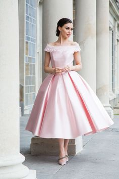Sizes – Most models available in over 90 colours, please contact your local stockist. Vintage Tea Length Dress, Tea Length Dresses, Beautiful Bridesmaid Dresses, Beautiful Dresses, Nightgowns For Women, Vintage 1950s Dresses, Party Dresses For Women, Prom Dresses, Dress And Heels