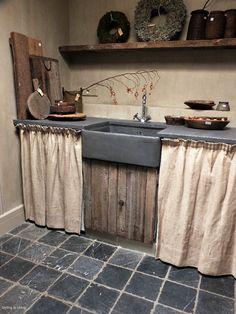 23 Clever DIY Christmas Decoration Ideas By Crafty Panda Rustic Farmhouse Decor, Rustic Kitchen, Country Kitchen, New Kitchen, Kitchen Decor, Beton Design, Küchen Design, House Design, Cottage Kitchens