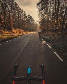 38/365 Po calym tygodniu intensywnej pracy czas na aktywny relaks w dobrym towarzystwie. I przy okazji zapalić znicz bliskiej mi osobie.       #bobiko365 #365project #365 #365photochallenge #366project #365days #autumn #project365 #365challenge  #oneplus7t  #sky #roadcycling  #morning #tree #cycling #wymtm #whereiride #outsideisfree #lightbro #sunrise #sunlight #behindhandlebar #bicyclehandlebar  #evening #forest #rower #rowerowo #strava #proveit #bikestagram 365days, Country Roads, Instagram