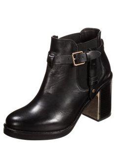 Raffinierte Details machen ihn besonders. Topshop MINE - Ankle Boot - black für 84,95 € (09.12.14) versandkostenfrei bei Zalando bestellen.