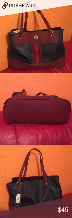 Tommy Hilfiger bag 💼 Nice new Tommy Hilfiger Bags Shoulder Bags