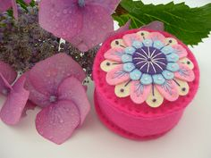 FELT PINCUSHION WITH FREEFORM EMBROIDERY by APPLIQUE-designedbyjane, via Flickr Diy Projects To Try, Craft Projects, Felt Projects, Craft Ideas, Felt Crafts, Diy And Crafts, Felt Pincushions, Sewing Box, Sewing Tools