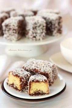 Arabeska : Lamingtony (kudłacze, kokosanki) Polish Desserts, Polish Recipes, My Favorite Food, Favorite Recipes, Cake Cookies, I Foods, Food To Make, Cake Recipes, Food And Drink