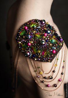 Броши ручной работы. Ярмарка Мастеров - ручная работа Радужный эполет с кристаллами Swarovski и брошью. Handmade.