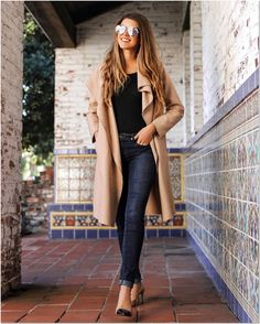 43 Trendy Spring Outfits Ideas For Women 43 Trendy Spring Outfits Ideas For Trendy Spring Outfits Ideas For WomenWhen it comes to pick a great outfit for spring, there a # Casual Work Outfits, Mom Outfits, Spring Outfits, Winter Outfits, Chic Outfits, California Outfits, California California, California Fashion, Leopard Print Cardigan