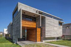 Mirá imágenes de diseños de Casas estilo moderno}: Casa Berazategui. Encontrá las mejores fotos para inspirarte y creá tu hogar perfecto.