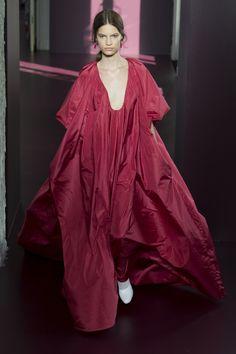 Valentino Fall 2017 Couture Fashion Show - Faretta