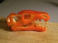 Velociraptor Dinosaur Skull Carved From a Pepper / Craft / Carving / Food Edible Food, Edible Art, Cute Food, Good Food, Funny Food, Dinosaur Food, Dinosaur Party, Dinosaur Birthday, Amazing Food Art